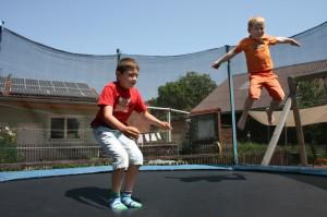 spielmoeglichkeiten-trampolin