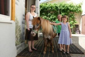 tiere-kinder-mit-pony